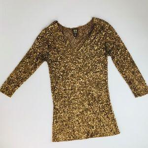 Tops - 💰SALE Gold Sequin V Neck 3/4 Arm Length Top